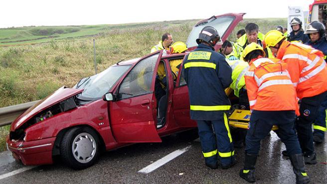 La Guardia Civil busca a uno de los implicados en este accidente (EFE)