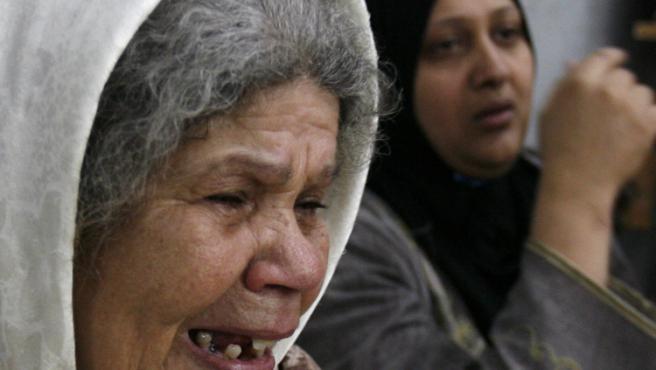 Una mujer llora en el campo de Nahr al Bared tras uno de los combates entre el ejército libanés y la milicia Fatah al Islam.