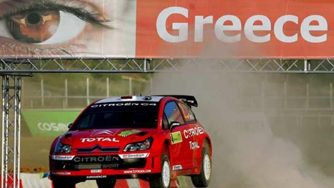 Dani Sordo con su Citroën en Grecia. (Efe)
