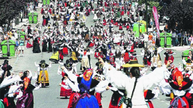 Más de 2.400 bailarines, procedentes de toda Pontevedra, participaron el pasado año.
