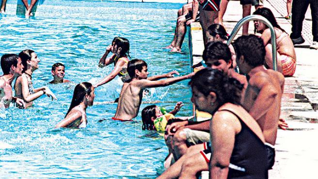 Abren las piscinas públicas. (JORGE PARÍS)