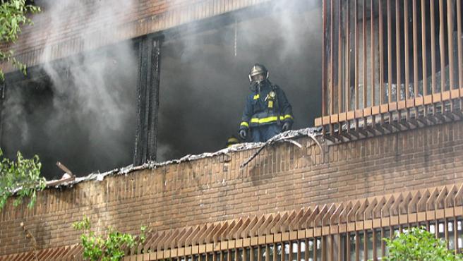 El fuego arrasó la segunda planta del bloque (AYUNTAMIENTO DE MADRID)