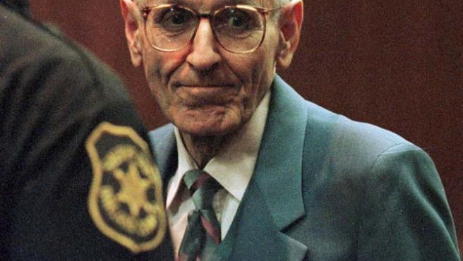 El médico Jack Kevorkian, más conocido como el Doctor Muerte, ayudó a morir a más de 130 pacientes en Michigan.
