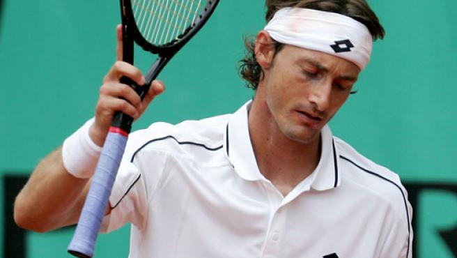 El tenista español Juan Carlos Ferrero se lamenta de un punto perdido frente al ruso Mikhail Youzhny (Efe).