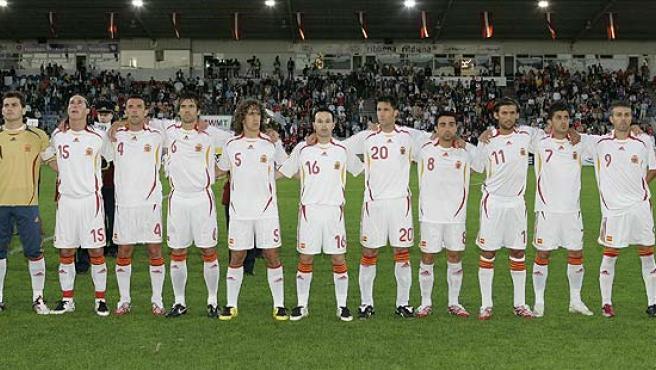 La selección española, antes del partido ante Letonia.