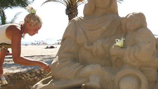 La última figura de arena, limpiada ayer. (F. González)