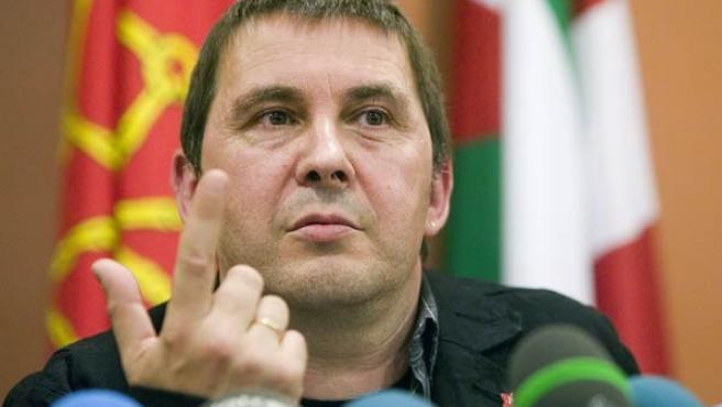 Arnaldo Otegi, durante de la rueda de prensa (EFE/Javier Echezarreta)