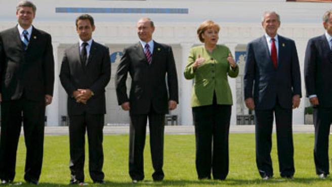 Los líderes del G8, de izquierda a derecha:Shinzo Abe (Jp), Minister Stephen Harper (Ca),Nicolas Sarkozy (Fr),Vladimir Putin (Ru), Angela Merkel (Al), George W. Bush(EE UU), Tony Blair (RU)y Romano Prodi (It)(REUTERS/Jim Young)