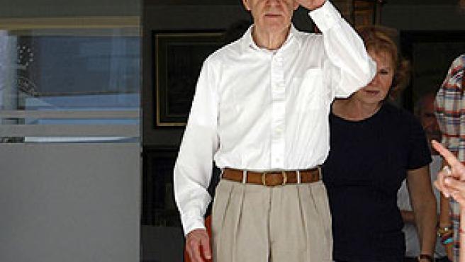 Woody allen sale del Club Marítimo de la Ciudad Condal.
