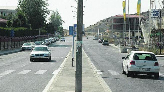En la larga avenida Isla de Corfú no hay semáforos.(Rafa Molina)