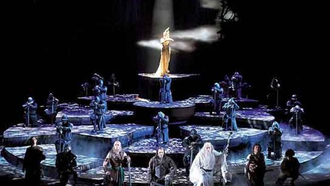 """Cuatro años ha tenido que esperar Londres para que la anunciada versión teatral de """"El señor de los anillos"""" llevara su fantasía al West End."""