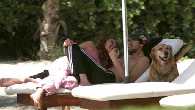 Elsa Pataky y Adrien Brody comparten su tiempo libre en una playa del norte Perú.