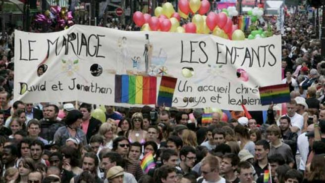 Manifestantes durante la marcha del Orgullo gay en París.