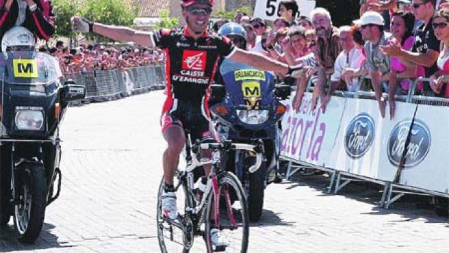 Rodríguez celebró la victoria en la meta. (Santiago Torralba / EFE)