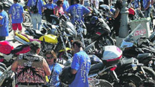 Medio millar de motoristas se reunieron ayer en Granada.