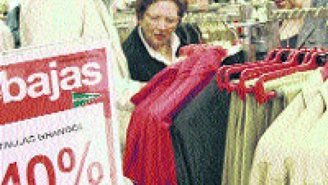 Los descuentos llegarán al 75%, según los comerciantes (Laura González).