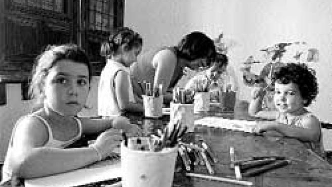 Hacer dibujos y colorearlos es una de las actividades de los talleres de verano que más gustan a los niños.