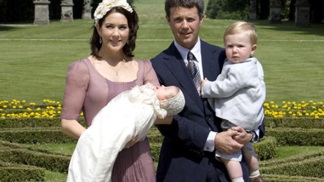 Los príncipes Mary y Federico con sus hijos Christian e Isabella.