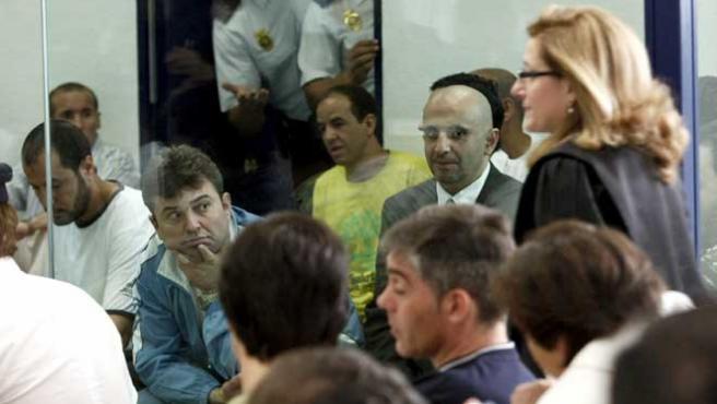 La fiscal Olga Sánchez pasa por delante de los procesados en el juicio por el 11-M, que concluye este lunes 2 de julio. (EFE)