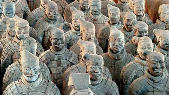 Imagen de algunas de las 1.500 figuras de terracota que custodian la tumba del emperador Qinshihuang.