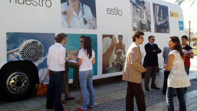 Autobús informativo que recorrerá durante los próximos quince días las provincias de Murcia y Alicante