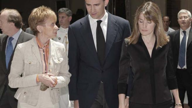 La vicepresidenta y los Príncipes consuelan a las víctimas del atentado terrorista en Yemen.