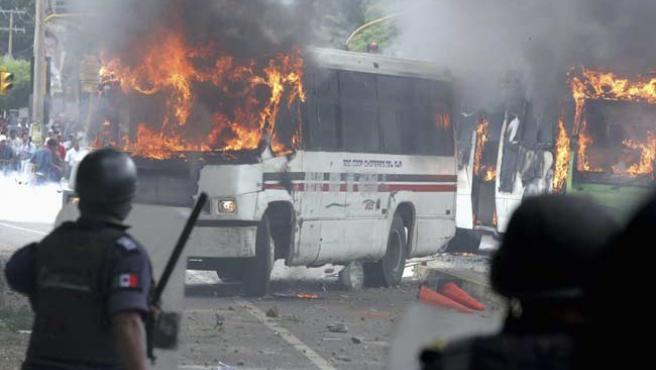 Los enfrentamientos entre Policía y miembros de la APPO volvieron a hacer acto de presencia en Oaxaca. (RTRPIX)