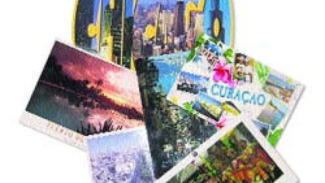 Las postales siguen manteniendo el tipo frente a las nuevas tecnologías durante los meses estivales.(L.T.)