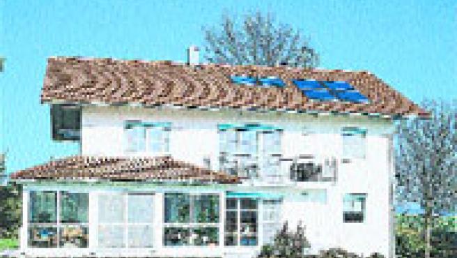 Los paneles solares, compatibles con cualquier caldera, permiten aprovechar energía durante todo el año (velux).
