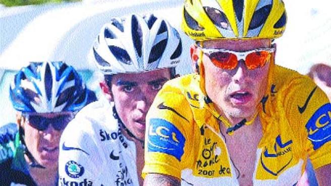Rasmussen, escoltado por Contador. (Eric Gaillard / Reuters)