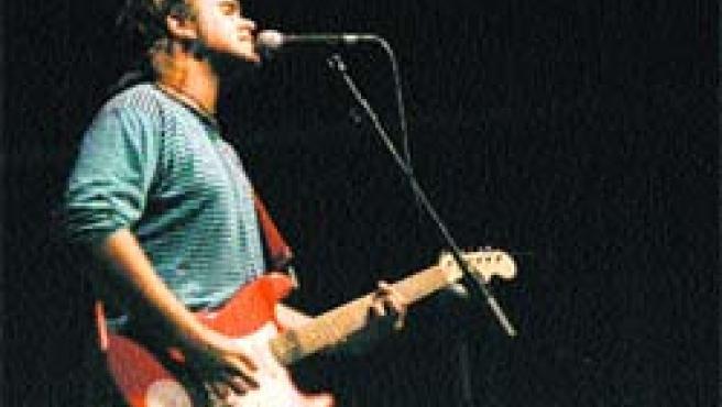 El guitarrista del grupo El Vicio del Duende, uno de los nuevos valores musicales surgidos en Zaragoza.