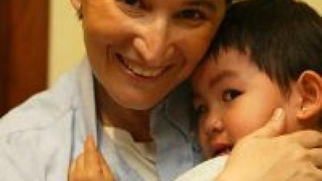 Una madre con su hijo extranjero