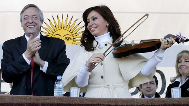 Néstor Kirchner y su mujer, la senadora Cristina Fernández. (REUTERS).