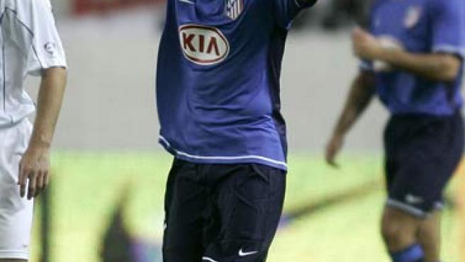 Forlán celebra su primer gol con el Atlético de Madrid. (EFE)