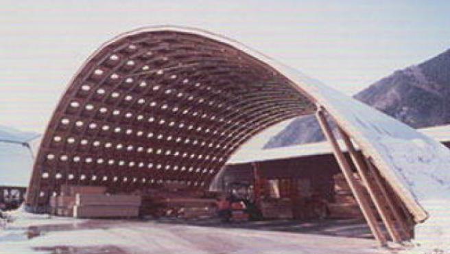 El puente de estructura de papel Dome realizado por Shigeru Ban en 1998.