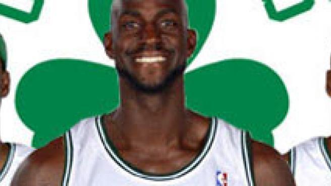 Kevin Garnett (c) ficha por Boston. (NBA.com)