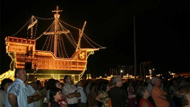 5.000 bombillas iluminan la carabela de la portada de las Colombinas