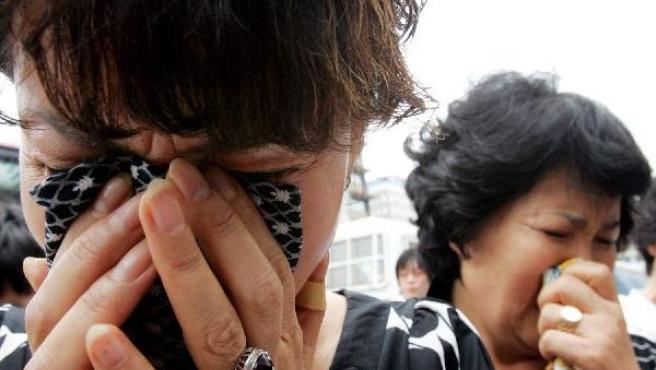 Familiares del segundo rehén surcoreano asesinado lloran su pérdida.