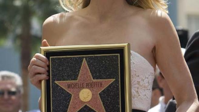Michelle Pfeiffer, con su estrella.