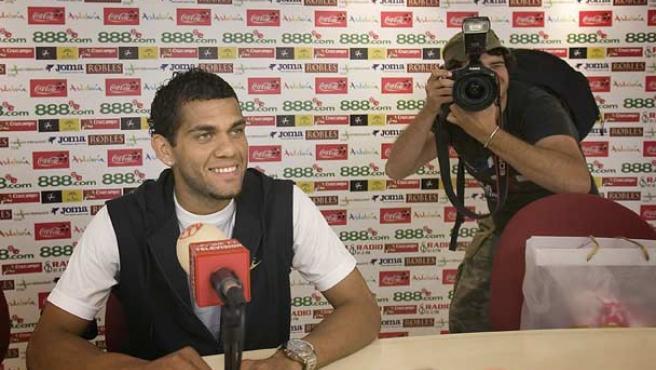 Daniel Alves en la rueda de prensa. (EFE)