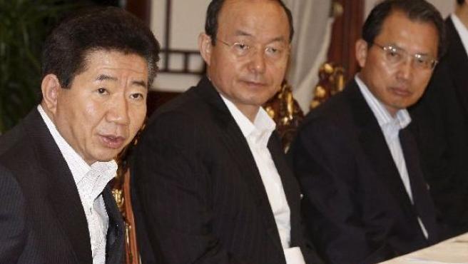 El presidente de Corea del Sur, Roh Moo-hyun (i) preside el encuentro del Concejo Nacional de Seguridad en Seul, Corea del Sur.