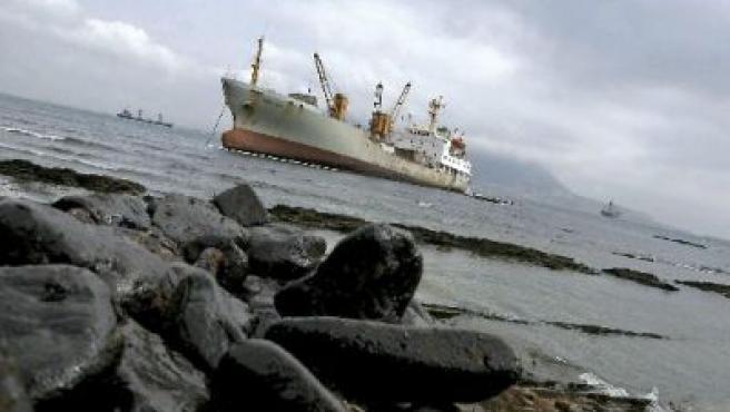 """Imagen del vertido del buque """"Sierra Nava"""" en la playa de Chinarral en Algeciras"""