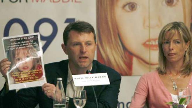 Los padres de Madeleine McCann, durante una rueda de prensa que ofrecieron en Madrid.