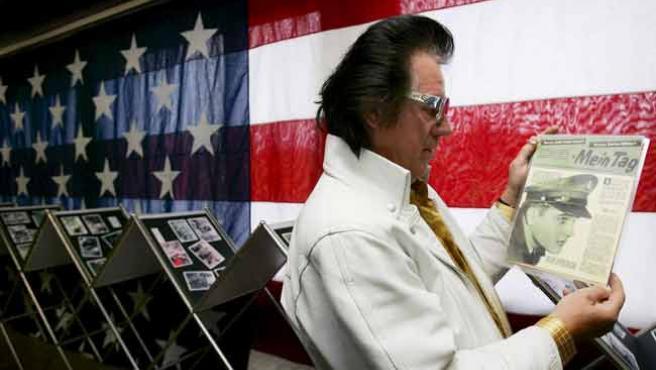 Un imitador de Elvis, en una exposición que se celebra estos días en Alemania.