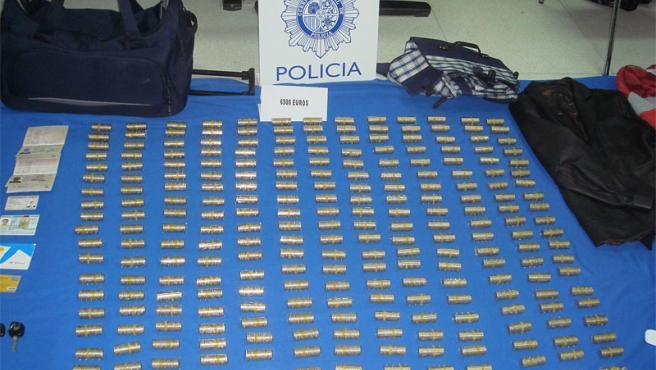 La Policía encontró 6.500 euros en monedas en su domicilio.
