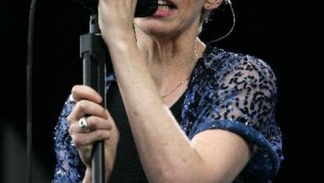 La cantante británica Annie Lennox lleva un cuarto de siglo sobre los escenarios.