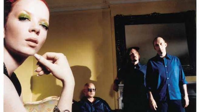 Shirley Manson junto a los demás componentes de Garbage.
