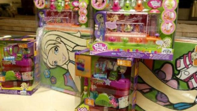 Algunos de los juguetes retirados por Mattel en unos grandes almacenes madrileños (EFE/Fernando Alvarado).