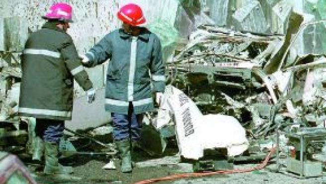 """Dos guardias civiles murieron en 2000 por la explosión de una bomba adosada al """"Nissan Patrol"""" con el que habitualmente hacían sus rondas de vigilancia en Sallent de Gállego (Huesca)."""