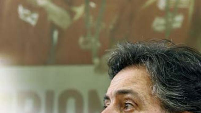 Pepu Hernández atiende a la prensa en la preparación para el Eurobasket. (Efe)